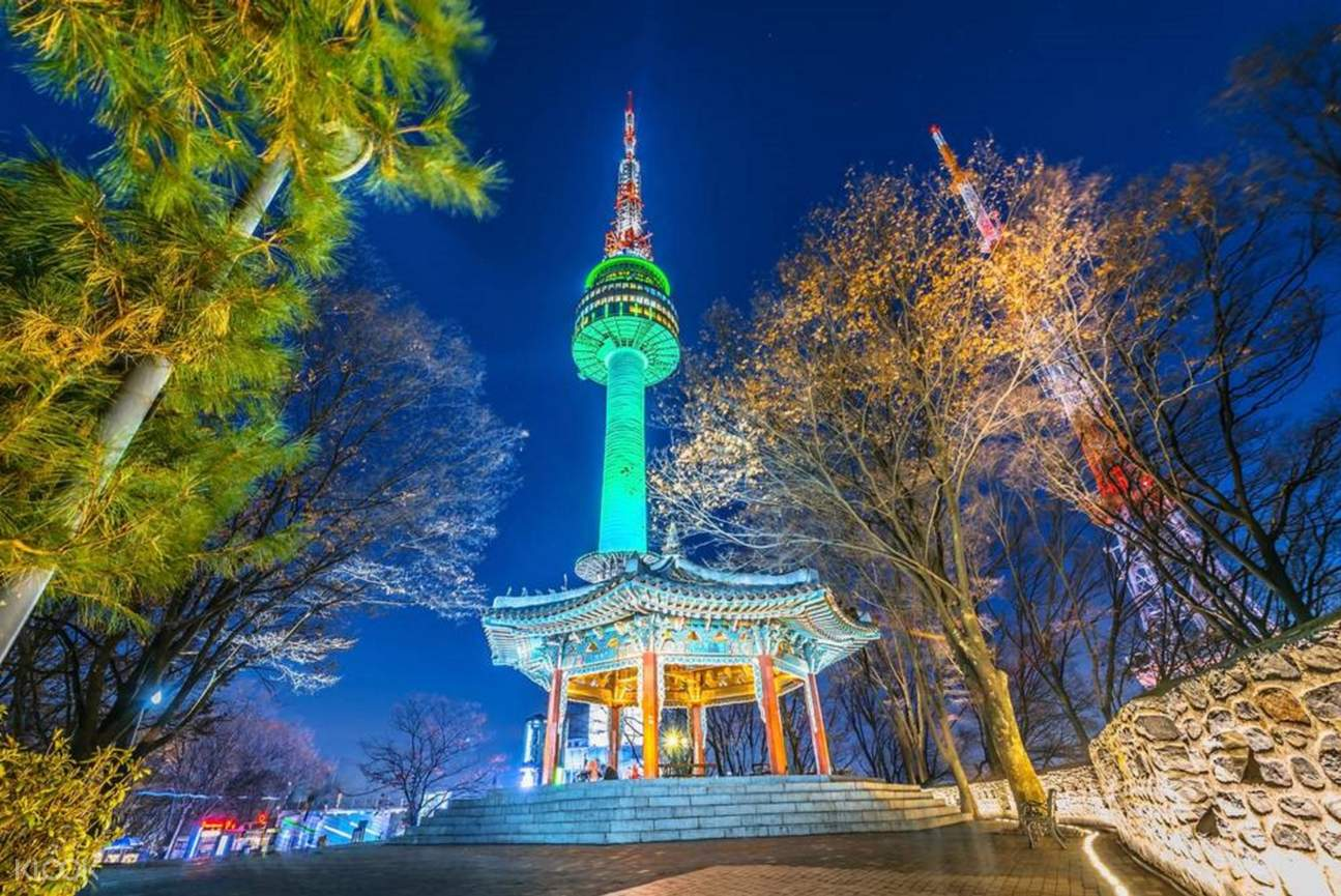 N seoul tower in night time